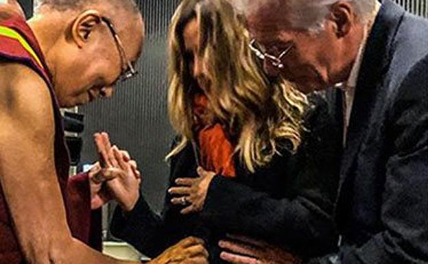 Dalai Lama bendice el embarazo de Alejandra Silva y Richard Gere