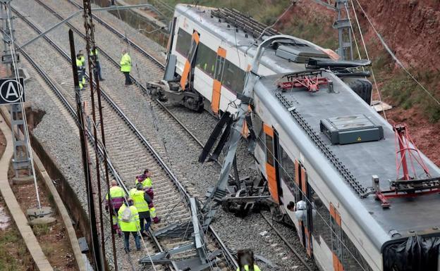 Un muerto y 41 heridos leves al descarrilar un tren en Barcelona