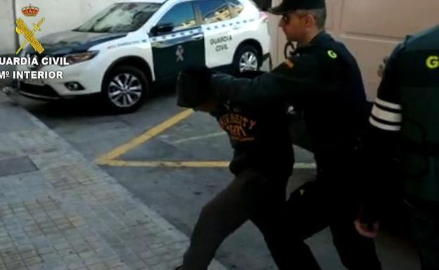 Cuatro detenidos en Alicante por violar en grupo a una joven