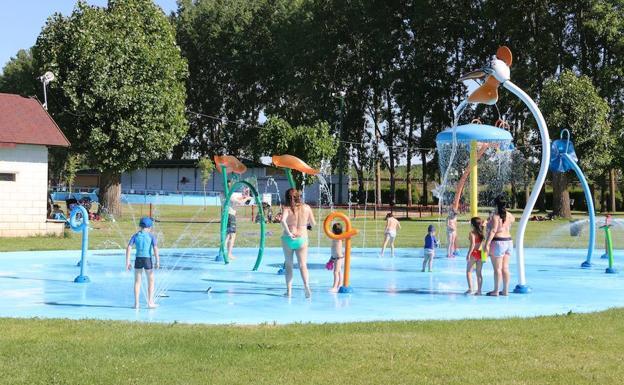 Las piscinas de valencia de don juan en 360 leonoticias for Horario piscinas valencia de don juan