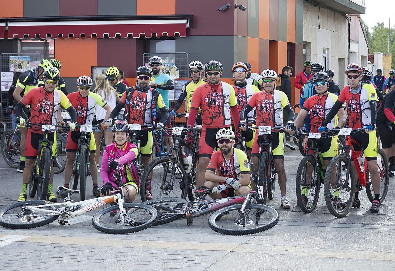 Foto de familia de los participantes en la prueba./