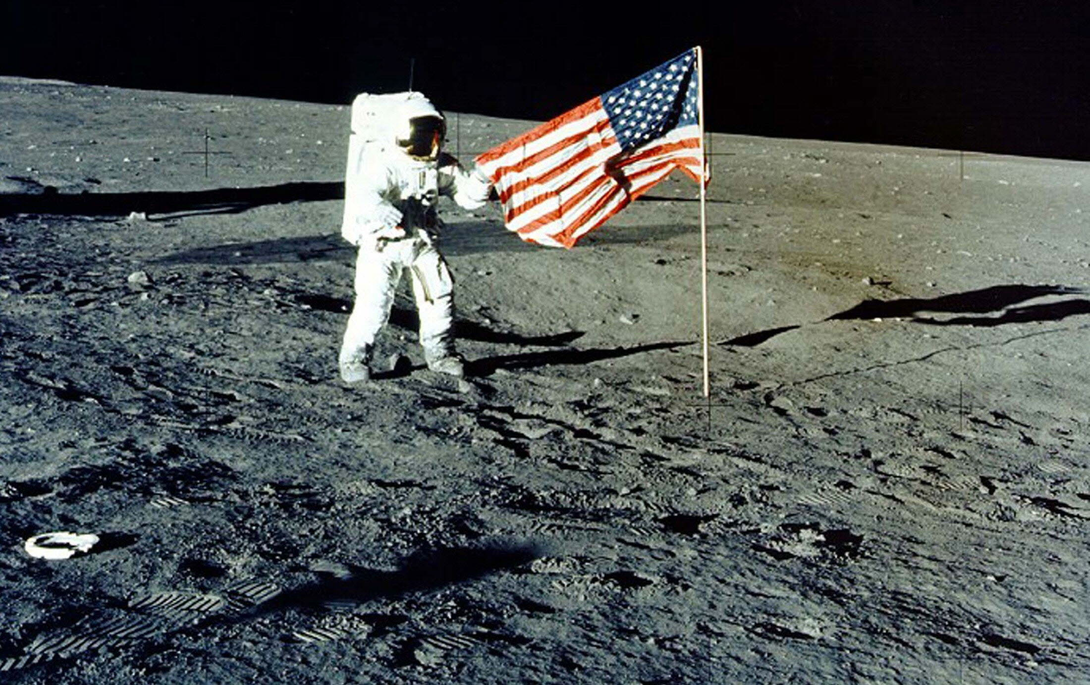 moon landing conspiracy theories - HD 2200×1237