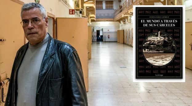 Portada del libro y autor, Fernando Gómez, en la cárcel Modelo de Barcelona.