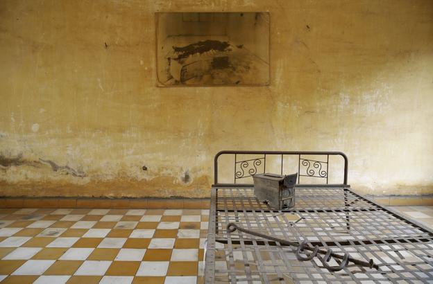 Una de las salas de tortura de Tuol Sleng S-21