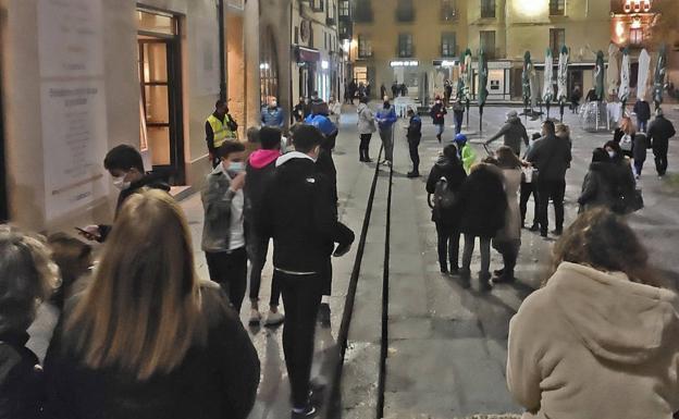 La confusión en el servicio para llevar en hostelería obliga a actuar a la Policía Local en los primeros días