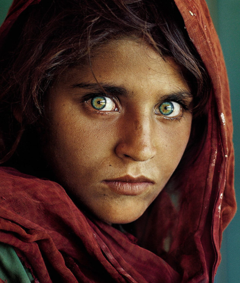 Sharbat Gula en la portada de National Geographic.